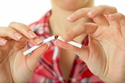 Mit Rauchen aufhören: Gewicht halten - Sprühen NicoZero in Deutschland